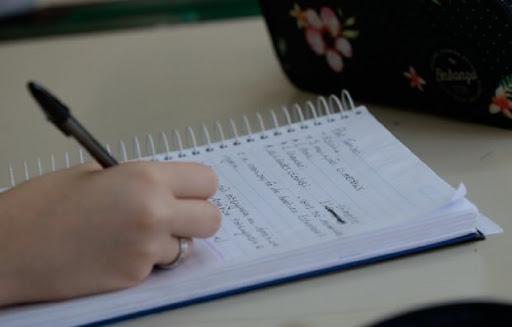 Escolas não podem reter histórico escolar de alunos inadimplentes, alerta Procon
