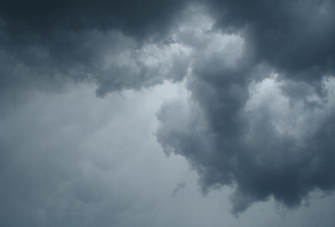 Atuação de frente fria deixa o domingo com predomínio de nuvens