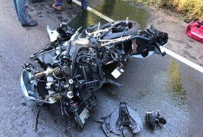 Motociclista morre após ser atropelado em acidente que envolveu seis veículos