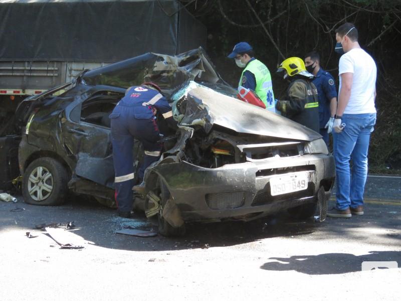 Motorista morre após colidir contra carreta na BR-282