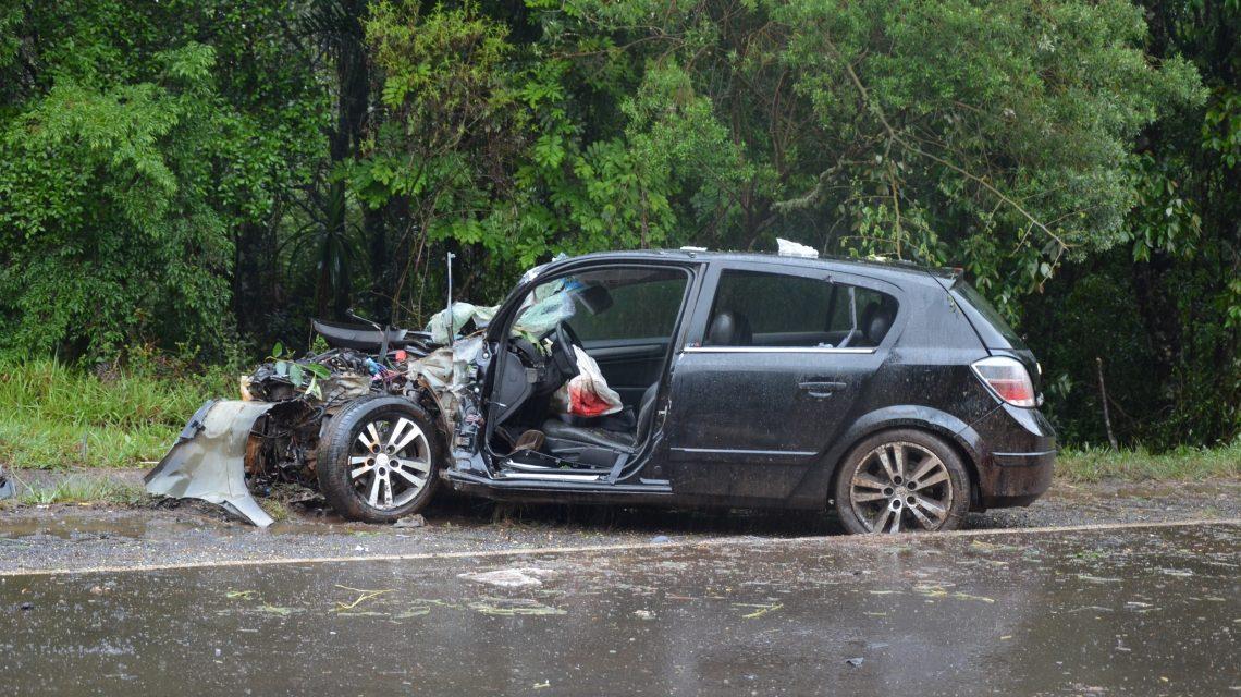 Veículo de Xanxerê se envolve em grave acidente no Paraná