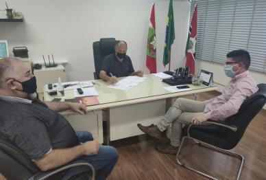 Quatro bairros serão beneficiados com pavimentação asfáltica, em Xanxerê