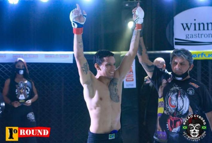 Atleta xanxerense vence luta de MMA e está a um passo de ser um contratado Bellator