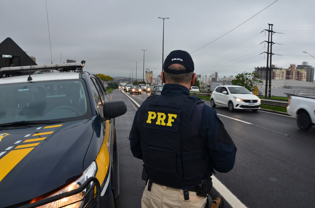 Mais de 600 pessoas são flagradas sem cinto de segurança nas rodovias federais nesse feriadão