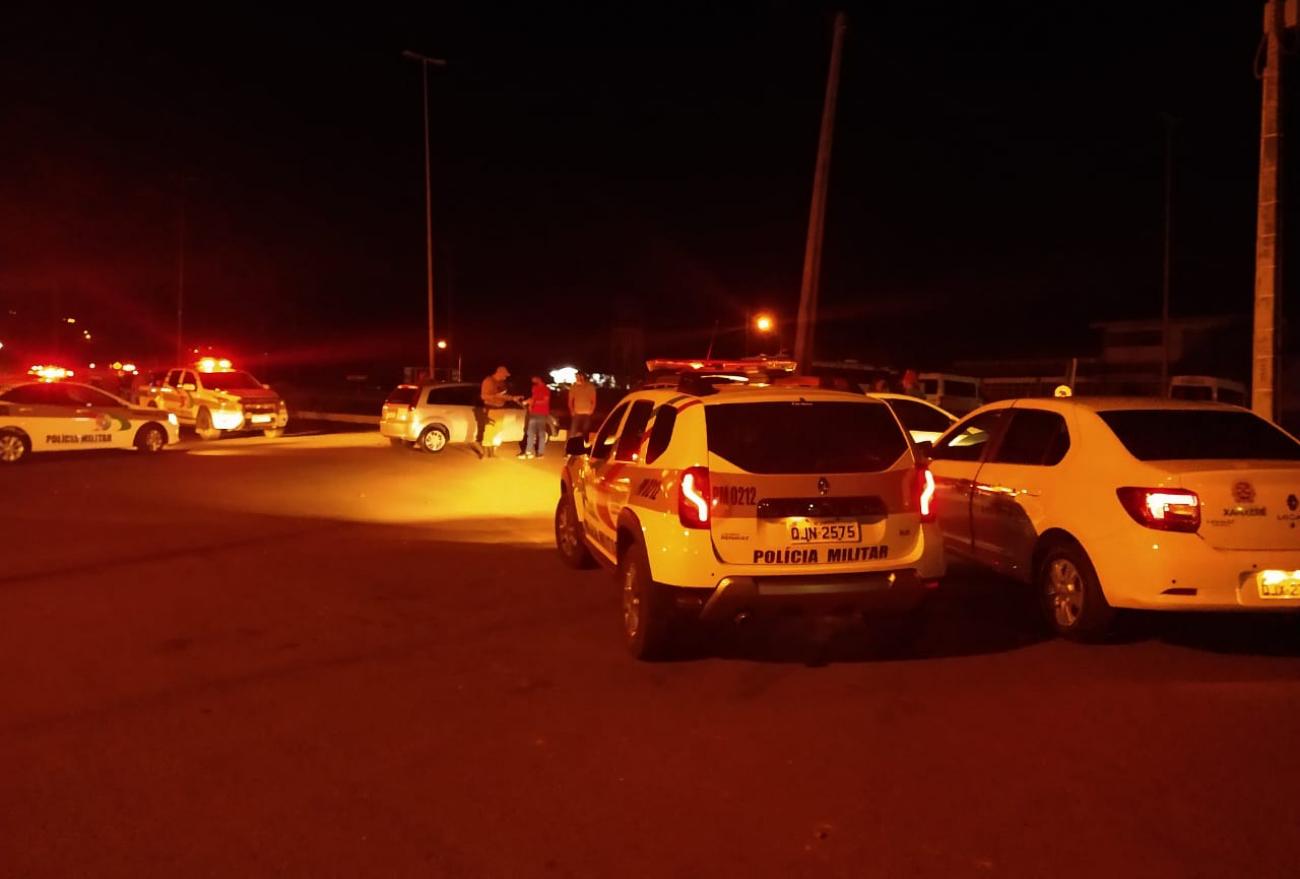 """Vídeo: """"Operação Força-Tarefa"""" notifica mais de cem pessoas por aglomerações, em Xanxerê"""
