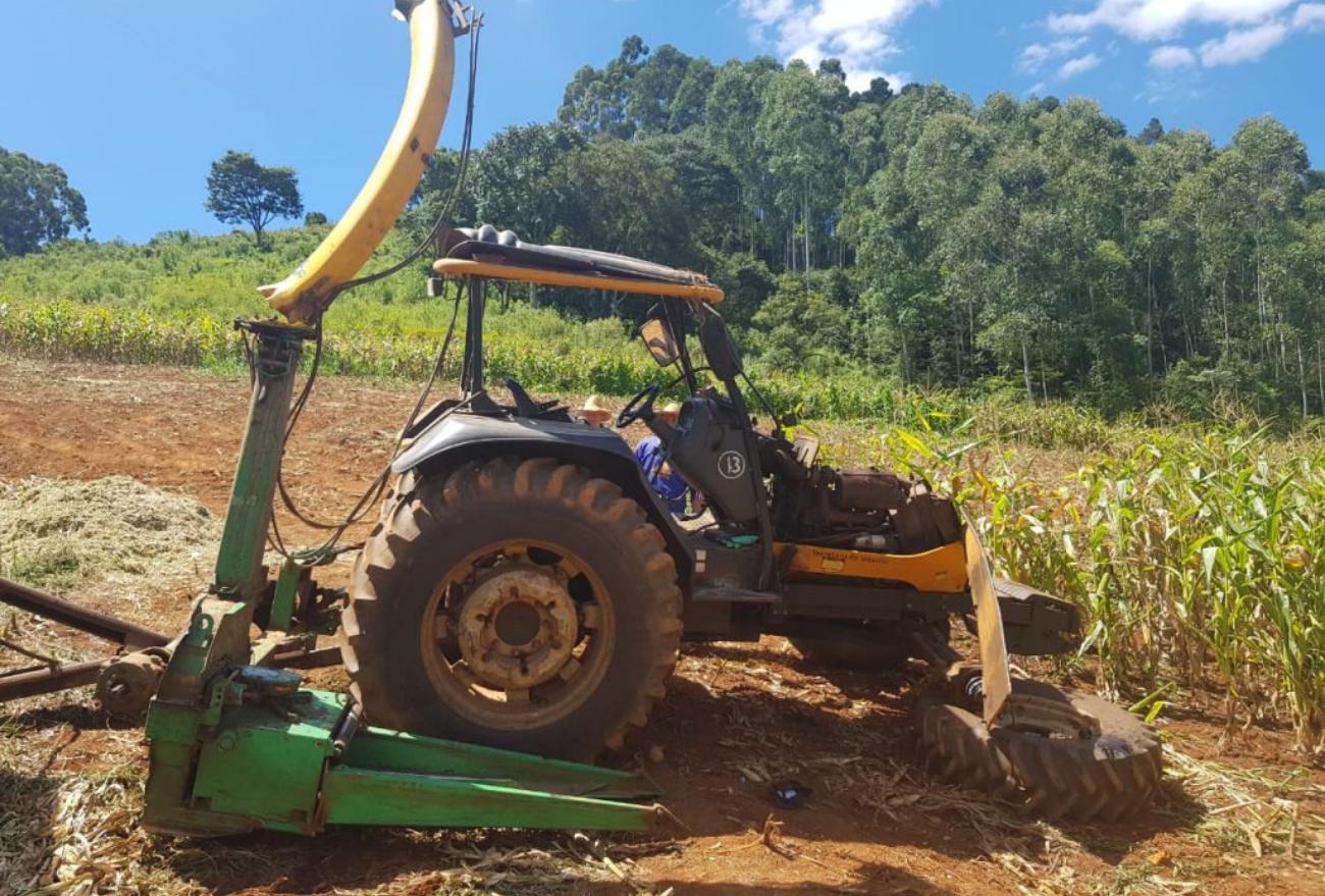 Operador de máquina agrícola tem parte do braço amputado após acidente com trator