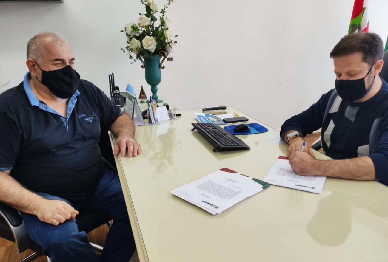 Prefeitura protocola pedido de ligação de luz para famílias do loteamento Lírio Tronco