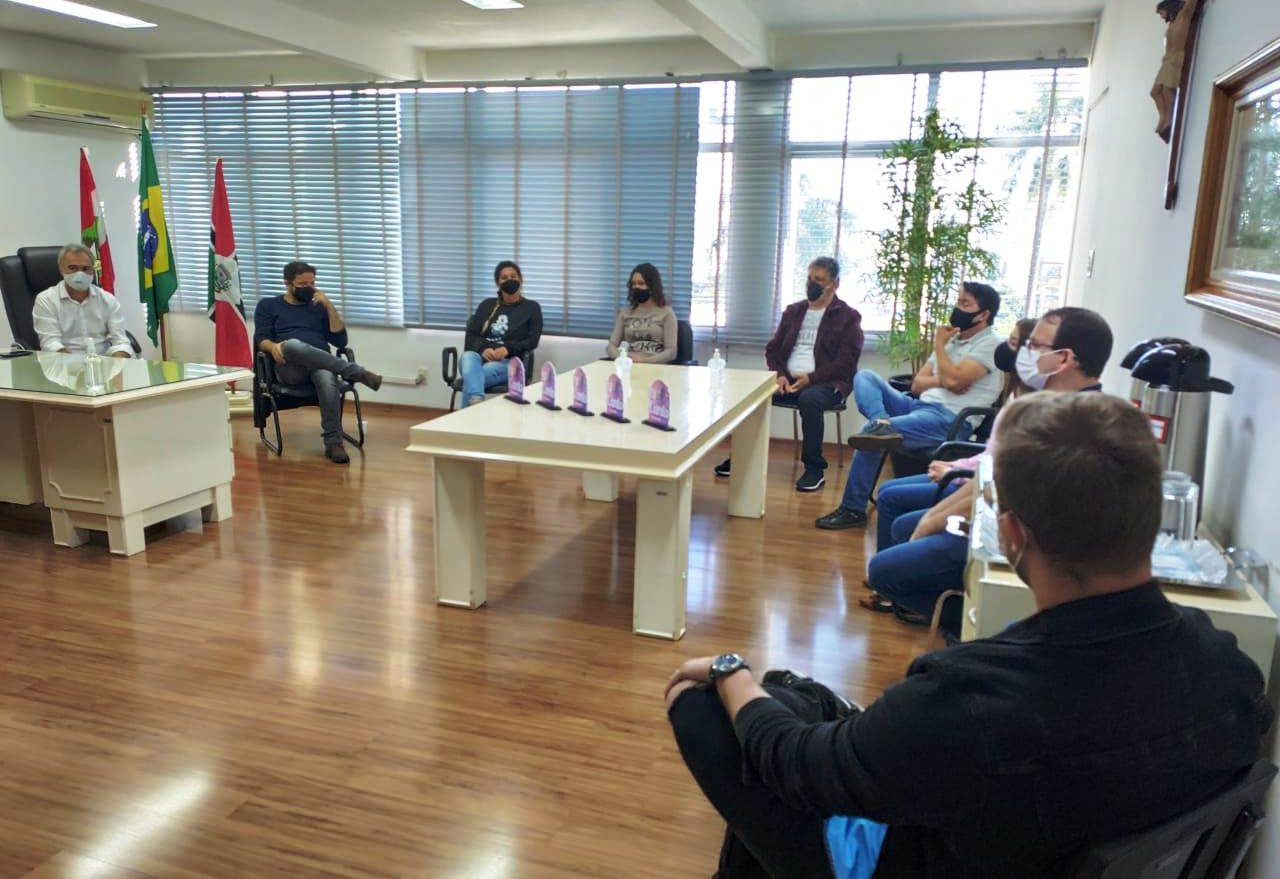 Prefeitura de Xanxerê faz entrega da premiação aos vencedores do IV Canta Xanxerê