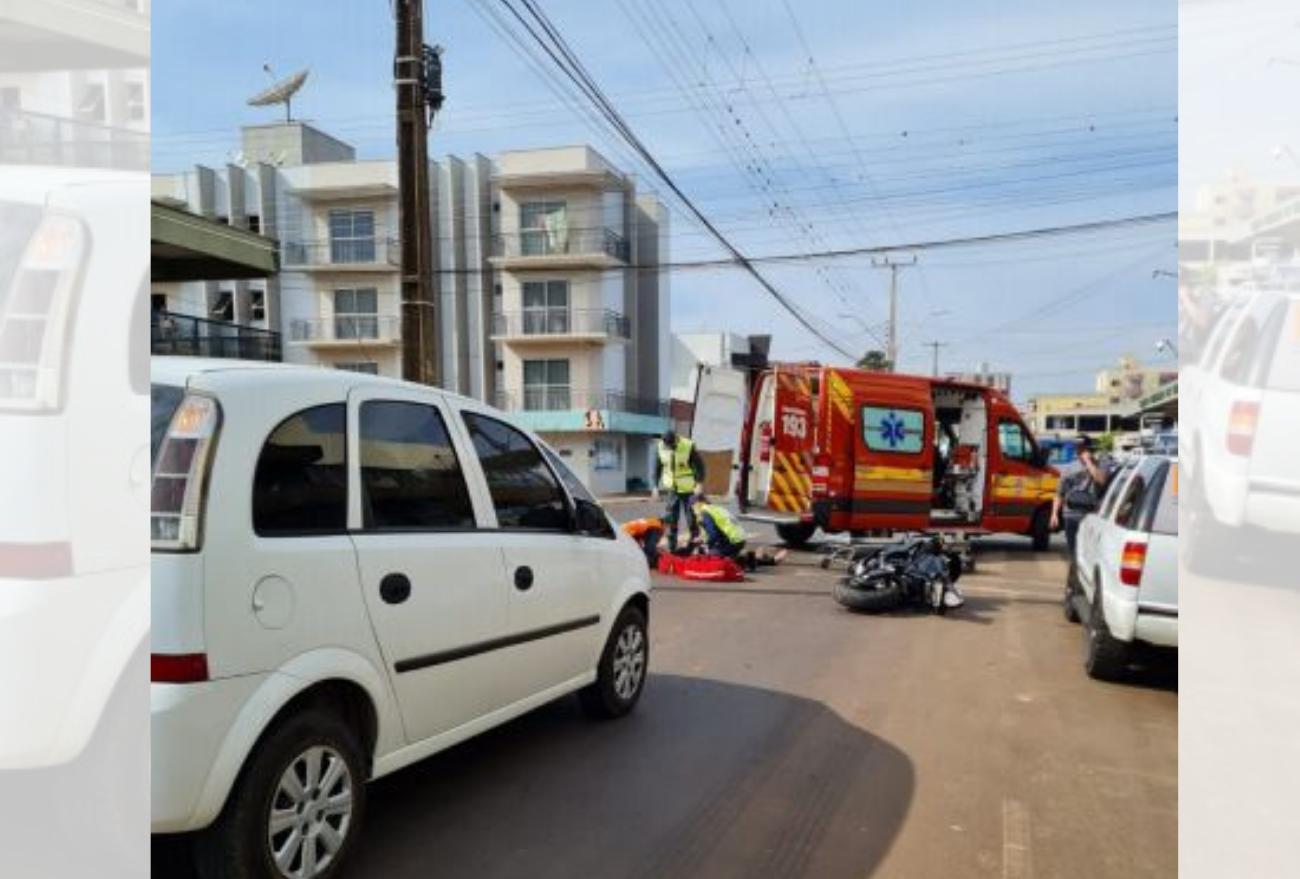 Motociclista é encaminhado ao hospital após acidente no centro de Xanxerê