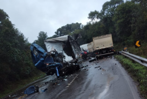 Caminhoneiro morre em violenta colisão na BR-282