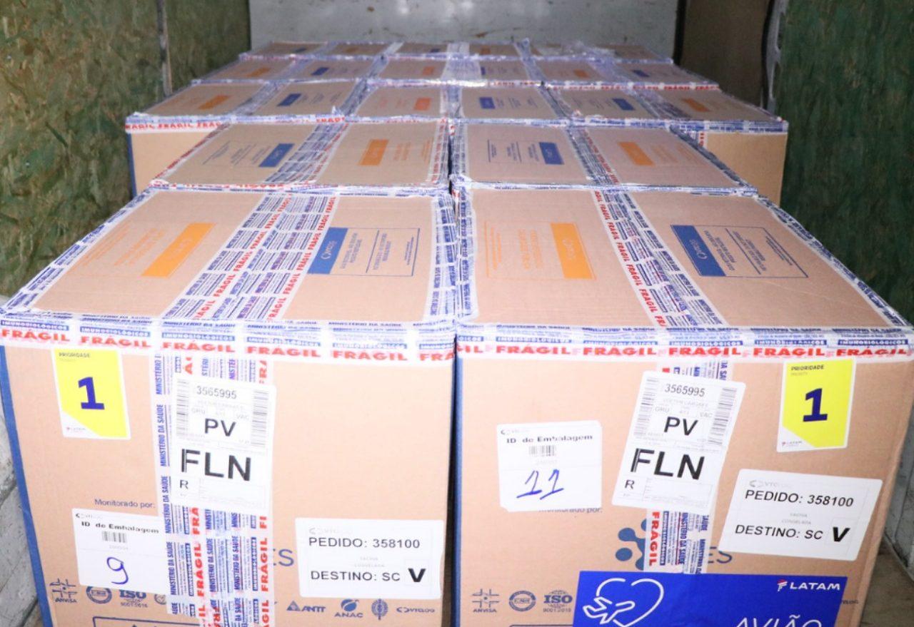 Vacinação: 379.460 mil doses da vacina contra a Covid-19 chegam em SC neste sábado (03)