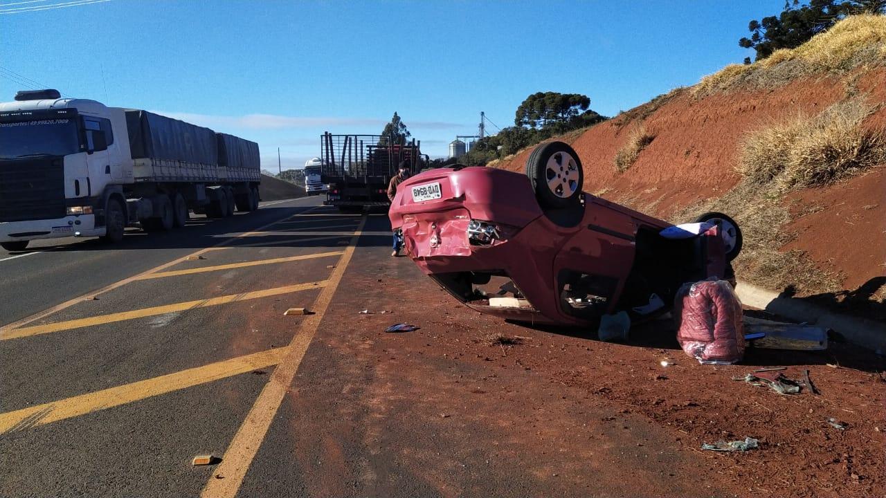 Duas pessoas ficam feridas em acidente na BR-282