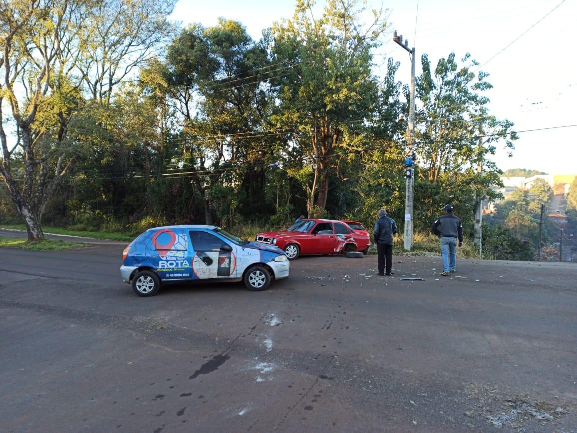 Três carros colidem no Bairro Jardim Tarumã, em Xanxerê