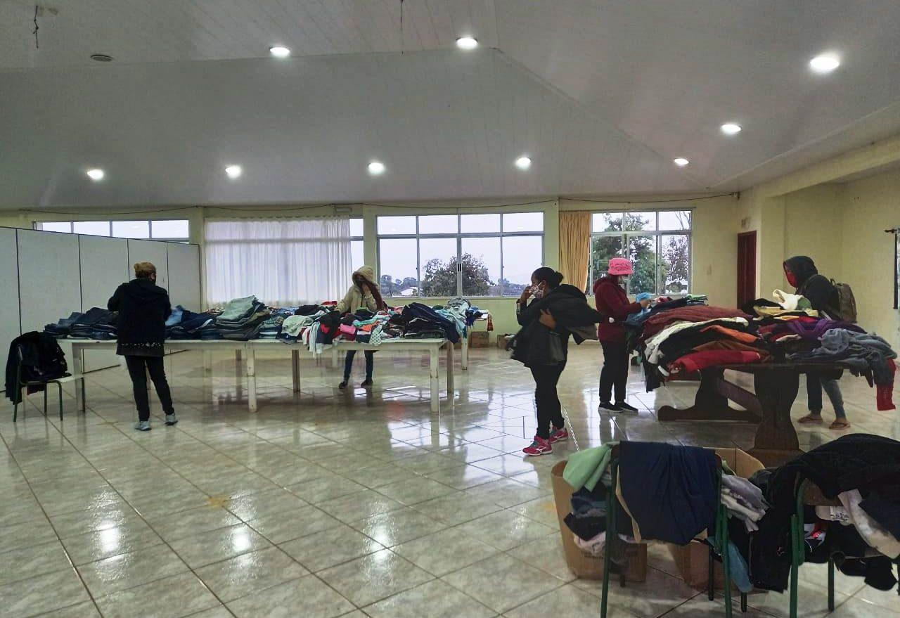 Social realiza mais uma ação descentralizada para distribuir roupas e calçados