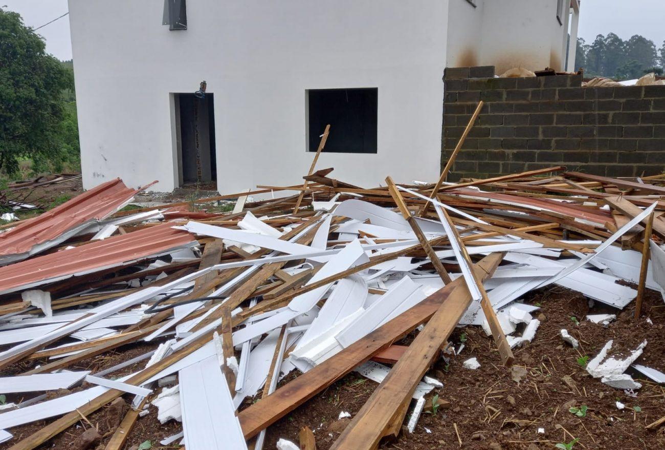 Possível tornado pode ter atingido município no Oeste
