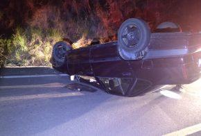 Motorista foge do local após capotar carro na SC-480