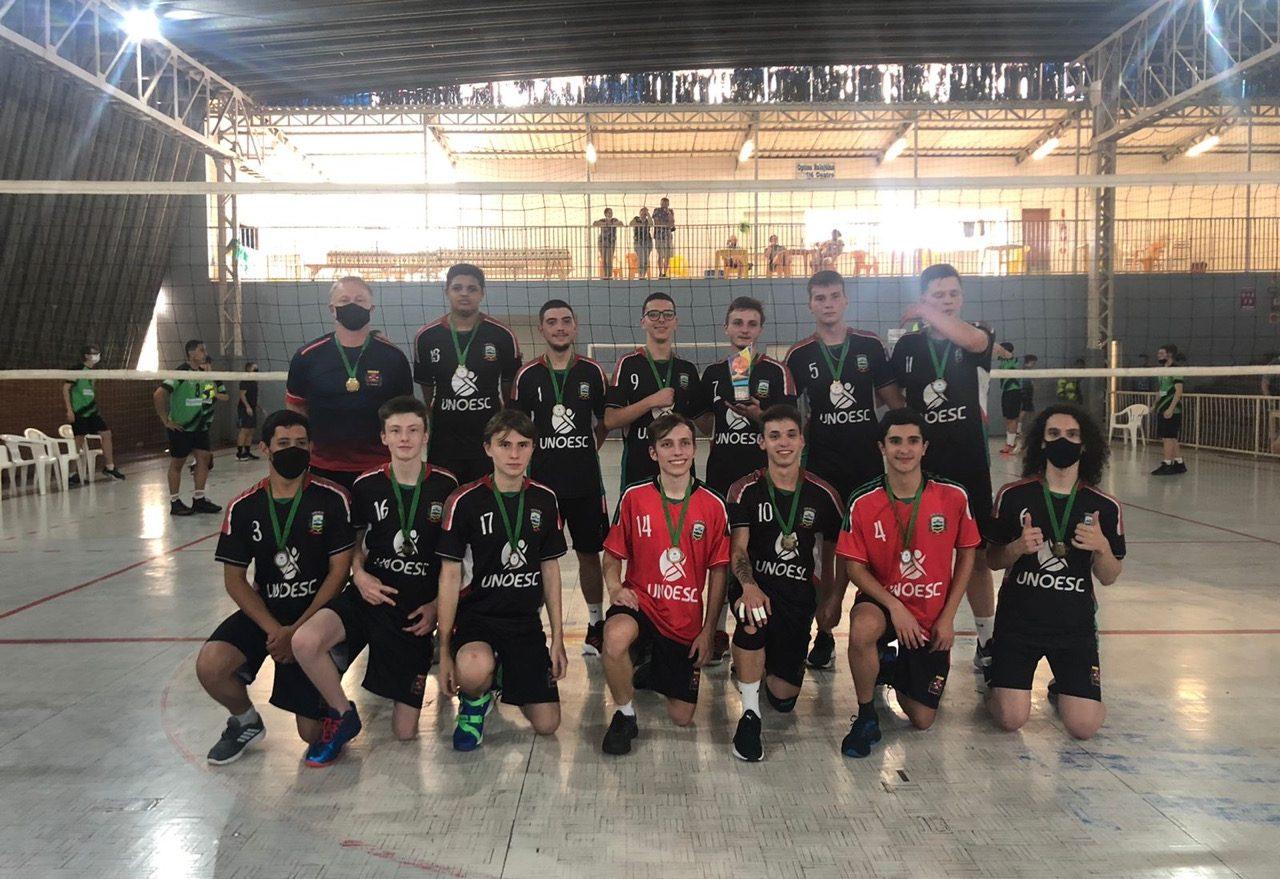 Equipe de voleibol sub-18 de Xanxerê fica em 3º lugar na Liga Oeste