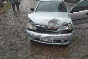 Mulher fica ferida em colisão entre carros no Bairro São Jorge, em Xanxerê